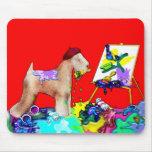 Artista de trigo de Terrier (Bkgd rojo) Alfombrilla De Raton