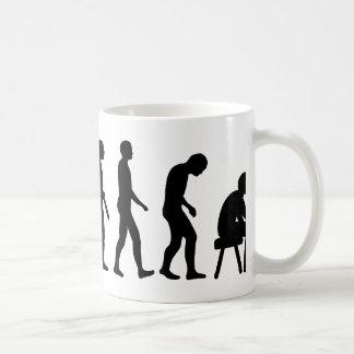 Artista del tatuaje de la evolución taza de café