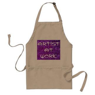 Artista en el arte de pintura del arte del delantal