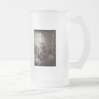 Artista gráfico - la prensa humilde taza de café