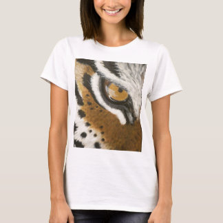 Artistic painted tiger's eye design T-Shirt