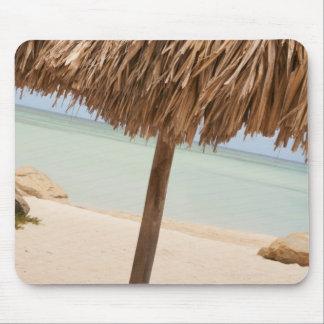 Aruba, palapa en la playa tapete de ratones