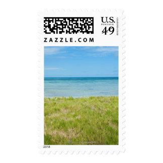 Aruba, playa herbosa y mar timbres postales