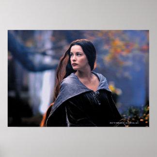 Arwen que mira detrás posters