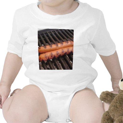 Asado a la parilla de dos perritos calientes traje de bebé