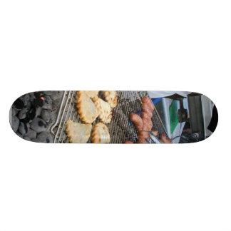 Asado a la parilla del carbón de leña de la barbac patineta personalizada