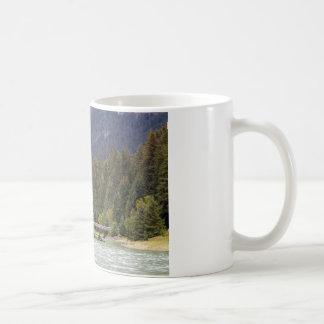 Asalte con la foto de Alaska, montañas, río Taza
