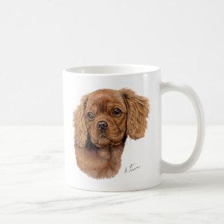 Asalte, perrito arrogante de rubíes del perro de taza básica blanca