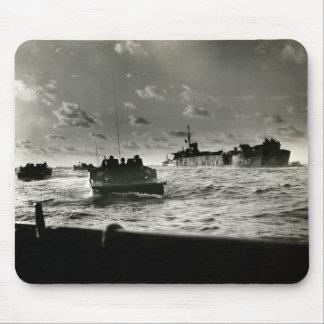 Asalto Iwo Jima de los infantes de marina de WWII  Alfombrillas De Raton