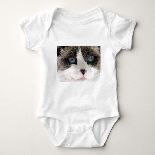 Ascendente cercano del gato body para bebé