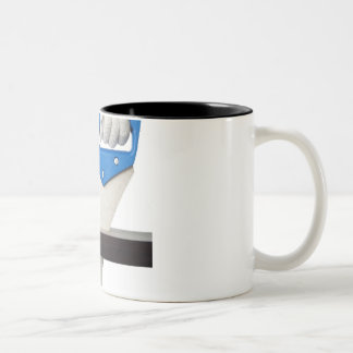 Aserrar un tablón de la madera taza de café