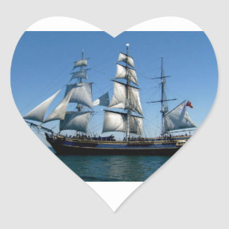 Asesinato en la nave de la generosidad pegatina en forma de corazón