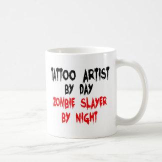 Asesino del zombi del artista del tatuaje tazas