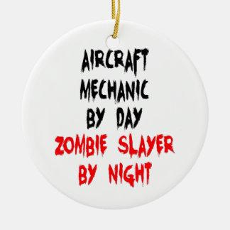 Asesino del zombi del mecánico de aviones adorno navideño redondo de cerámica