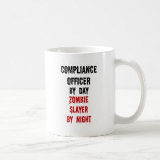 Asesino del zombi del oficial de la conformidad taza de café