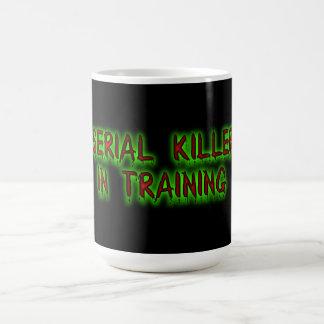 Asesino en serie en taza del entrenamiento