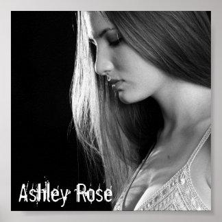 Ashley subió el poster