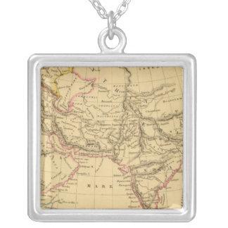 Asia antigua collar plateado