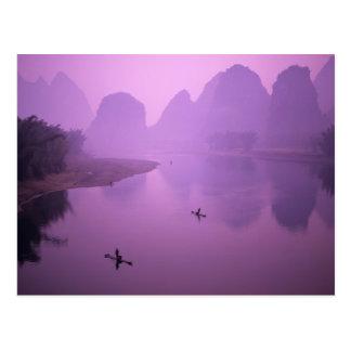 Asia, China, Guanxi, Yangshou. Pescadores en balsa Postal