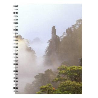 Asia, China, Huanshan. La montaña amarilla adentro Libros De Apuntes Con Espiral