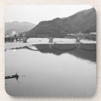 Asia, Japón, Iwakuni. Pescadores e histórico Posavasos