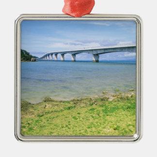 Asia, Japón, Okinawa, puente de Kouri Adorno Cuadrado Plateado