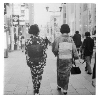 Asia, Japón, Tokio. Geishas en el Ginza. Azulejo Cuadrado Grande
