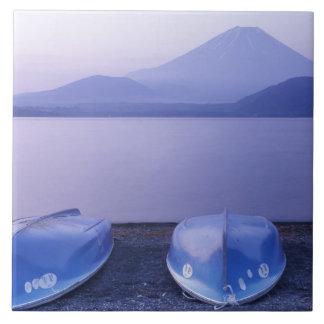 Asia, Japón, Yamanashi, botes de remos en el lago  Azulejo Cuadrado Grande