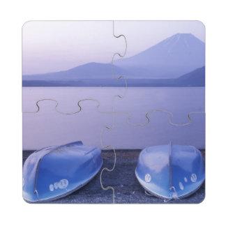 Asia, Japón, Yamanashi, botes de remos en el lago Posavasos De Puzzle