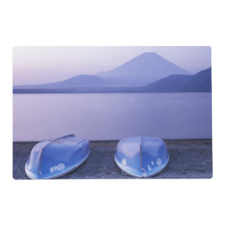 Asia, Japón, Yamanashi, botes de remos en el lago Salvamanteles