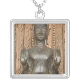 Asia, Laos, Vientián, Buda de bronce en Hawn Colgante Cuadrado