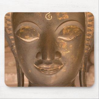 Asia, Laos, Vientián, escultura de bronce en Wat Alfombrillas De Ratón