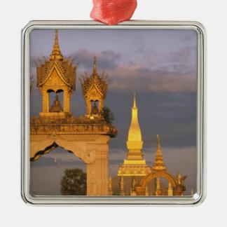 Asia, Laos, Vientián. Ese templo de Luang Adorno Navideño Cuadrado De Metal