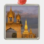 Asia, Laos, Vientián. Ese templo de Luang Adorno Cuadrado Plateado