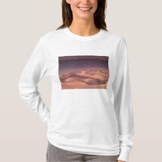 Asia, Mongolia, Gobi Desert, Gobi Gurvansaikhan T-Shirt