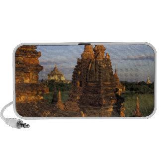 Asia, Myanmar, Bagan. Templos antiguos y Notebook Altavoces