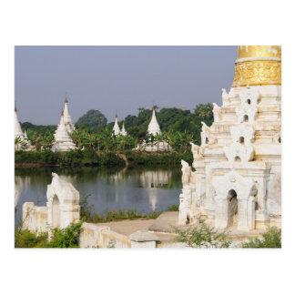 Asia, Myanmar (Birmania), Mandalay. Un budista Postal