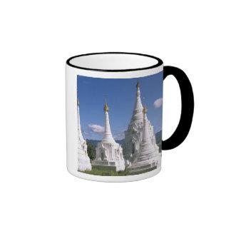 Asia, Myanmar, lago Inle. Pagodas. 2 Tazas De Café