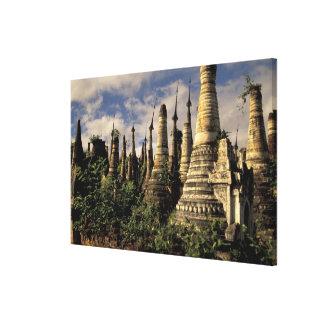 Asia, Myanmar, lago Inle. Ruinas antiguas de Impresión En Lona