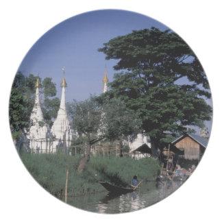 Asia, Myanmar, lago Inle. Un mercado flotante Platos