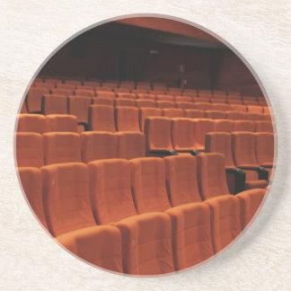 Asientos de la etapa del teatro del cine posavasos para bebidas