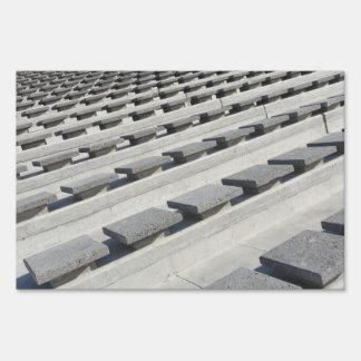 Asientos del cemento letreros