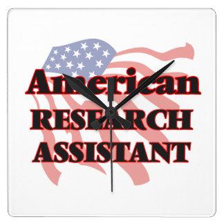 Asistente de investigación americano reloj cuadrado