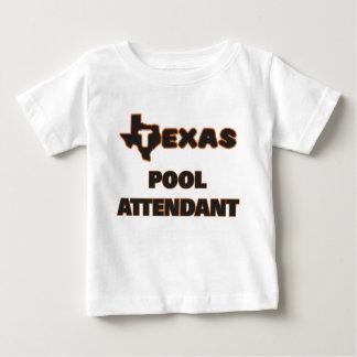Asistente de la piscina de Tejas Playeras