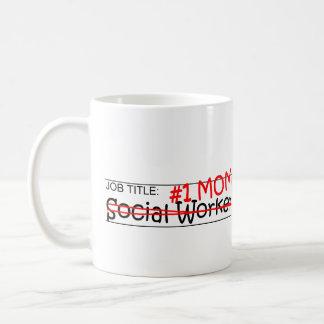 Asistente social de la mamá del trabajo taza de café