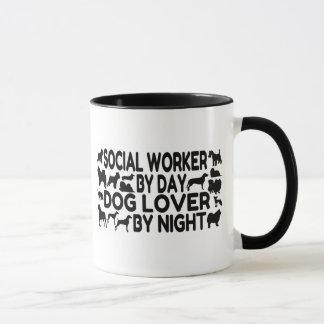 Asistente social del amante del perro taza