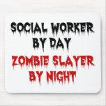 Asistente social del asesino del zombi del día por alfombrillas de raton