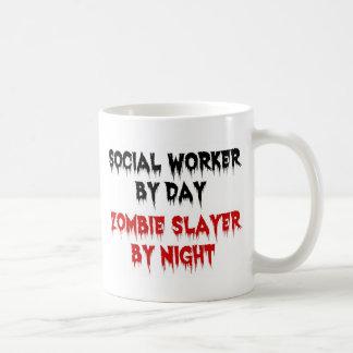 Asistente social del asesino del zombi del día por taza de café