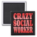 Asistente social loco en rojo imanes