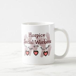 """Asistentes sociales """"ángeles del hospicio con taza clásica"""